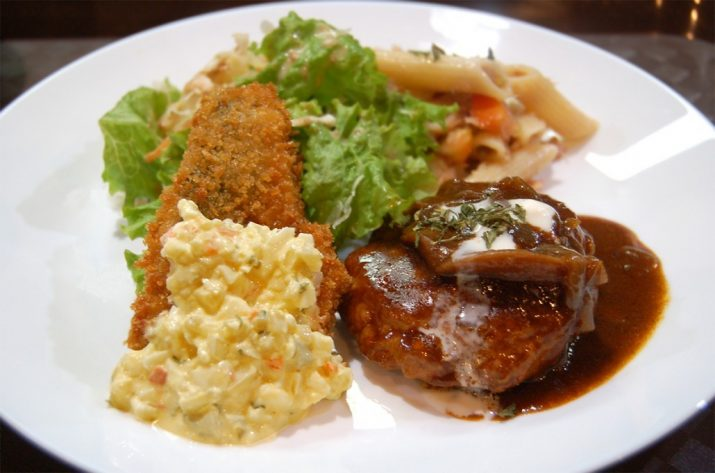 Hamburger-Steak-and-Fried-Fish-1030x682
